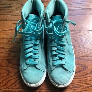 Nike size 7 mint green high-top sneakers